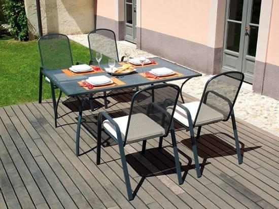 I tavoli da giardino e la bella stagione